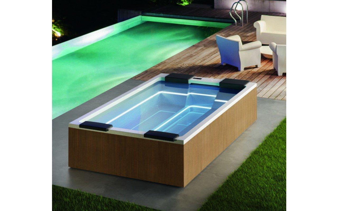 Aquatica Maya Spa Pro by Marc Sadler 240V 60Hz 02 (web)