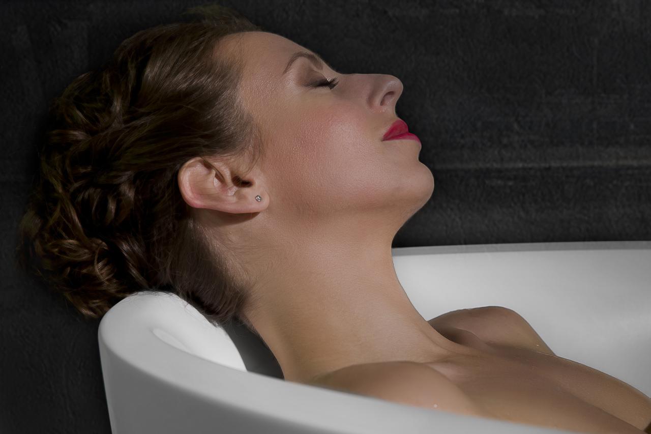 Sensuality mini f wht relax freestanding solid surface bathtub 13 (web)